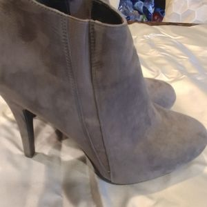 Forever 21 cute faux suede gray booties